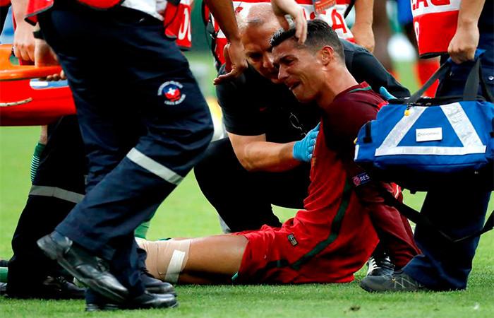 Cristiano Ronaldo sale de la cancha. Foto: EFE