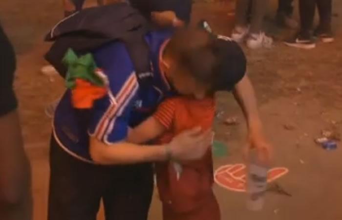 El niño portugués consuela al hincha francés. Foto: Youtube
