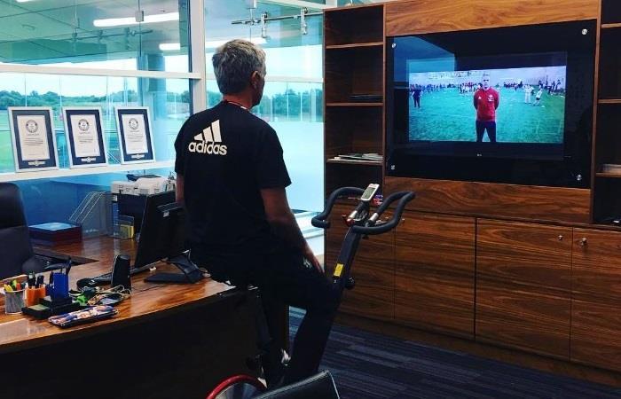 Mourinho presume con su nueva oficina