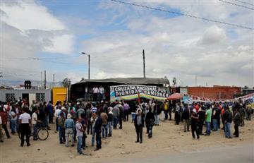 Video: Camioneros y policías juegan fútbol en medio del paro