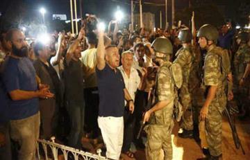 Parlamento turco arde en llamas