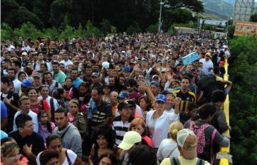 Más de 35.000 venezolanos llegan a Colombia a comprarvíveres