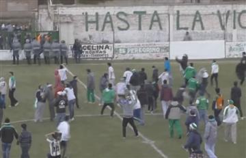 Aficionados argentinos agreden al equipo rival