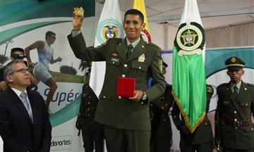 Luis Fernando López recibió el oro de campeón mundial en marcha