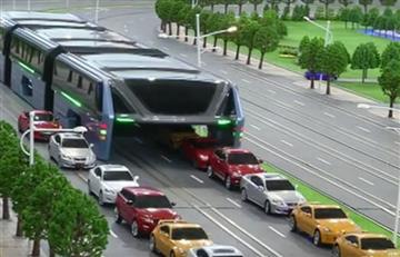 El autobús que pasa por encima de los carros ya es una realidad