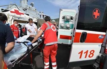 Mujer de 84 años muere al caer de una camilla de la ambulancia