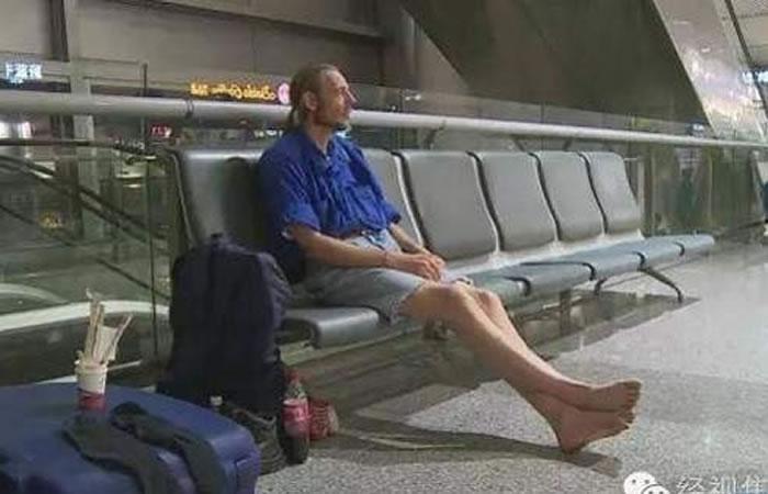 Hombre es hospitalizado luego de esperar 10 días a su cita amorosa