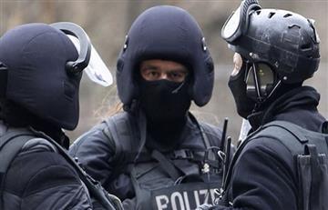 Polícia alemana irrumpe en restaurante tras hombre sospechosos