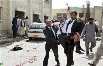 Atentado suicida deja 63 muertos y 101 heridos en Pakistán