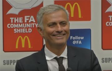 José Mourinho se burla de un periodista que se quedó dormido