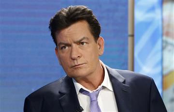 Charlie Sheen invita a otros famosos a revelar si tienen VIH