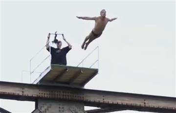 Clavadista fallece tras saltar un puente de 20 metros