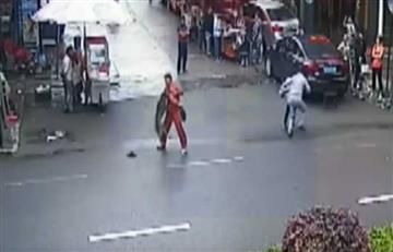 China: Perro enfurecido atacó a 23 personas