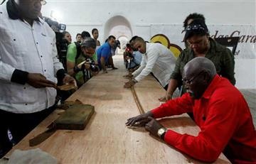 Cubano creó el puro más grande del mundo por los 90 años de Fidel Castro