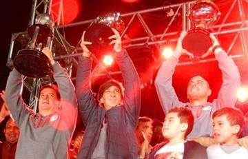 IMÁGENES: Santa Fe exhibió todas sus copas y presentó la Suruga Bank