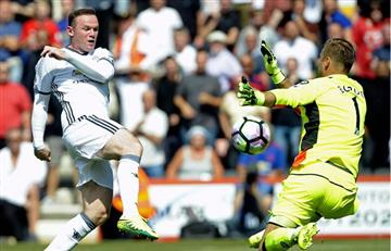 Manchester United ganó en el debut de Mourinho