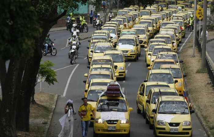 Taxistas amenazan con votar 'No' al plebiscito si el Gobierno no prohíbe Uber
