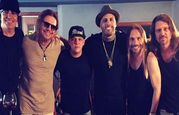 """Carlos Vives y Nicky Jam en su nuevo video """"De pies a cabeza"""""""