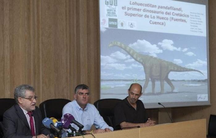 Exponen dinosaurio que homenajea al Quijote