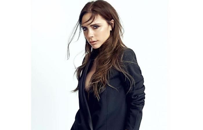 Victoria Beckham te enseña a maquillarte en solo 5 minutos. Foto: Instagram