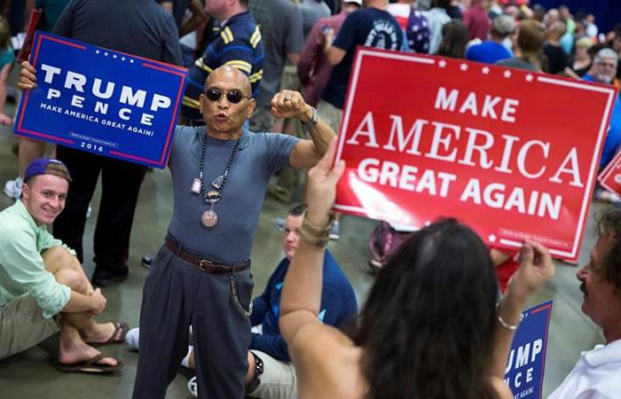 Donald Trump contrata hispanos para impulsar su baja popularidad