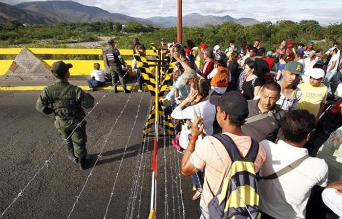 Santos: hay venezolanos que no regresan a su país