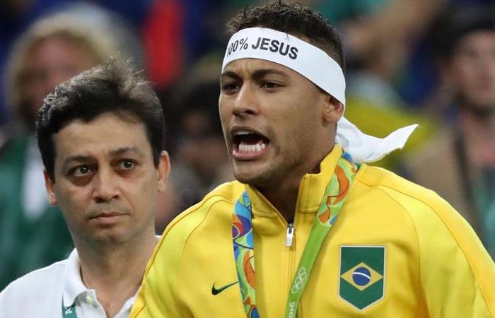 Neymar se peleó con un aficionado brasileño en plena celebración