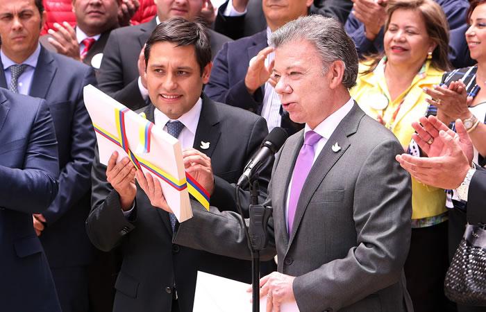 El acuerdo final ya fue entregado al Congreso. Foto: EFE