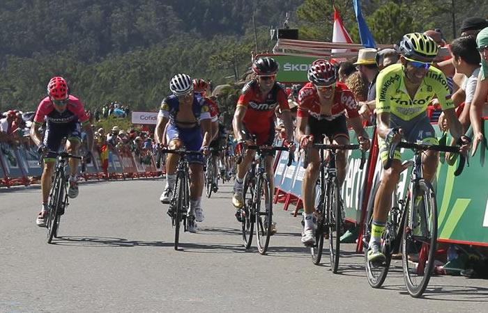 Para este colombiano, no fue posible seguir en la Vuelta a España. Foto: EFE