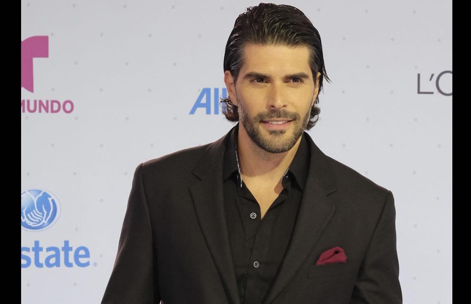Premios Tu Mundo: La alfombra de los famosos