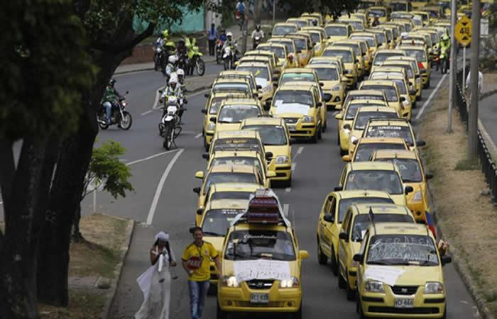 Transportadores proponen acabar con empresas de taxi