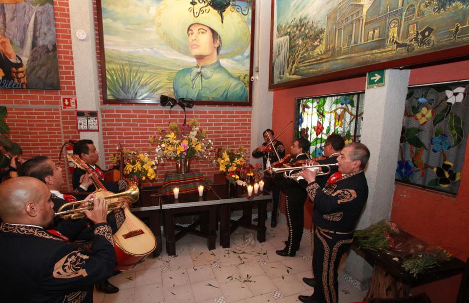 [Fotos] Juan Gabriel recibe honras de todos sus seguidores
