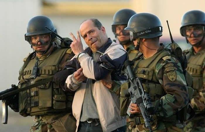 Simón Trinidad en proceso de su extradición a EE.UU. Foto: EFE