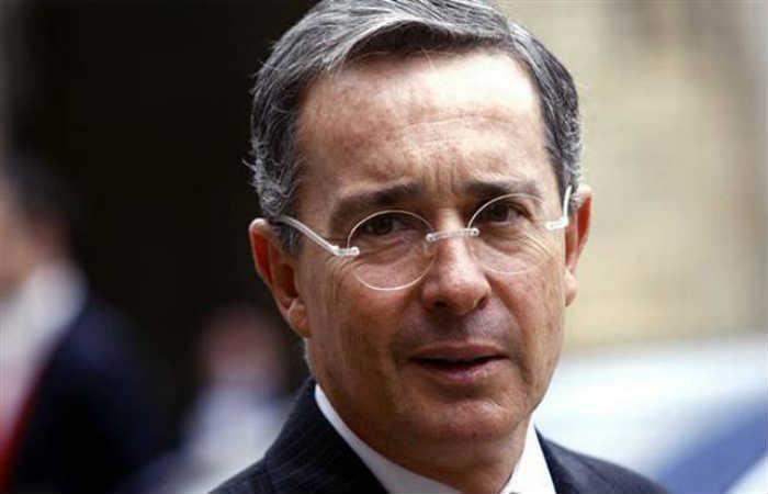 A Álvaro Uribe le dieron clase de humildad en Buenaventura