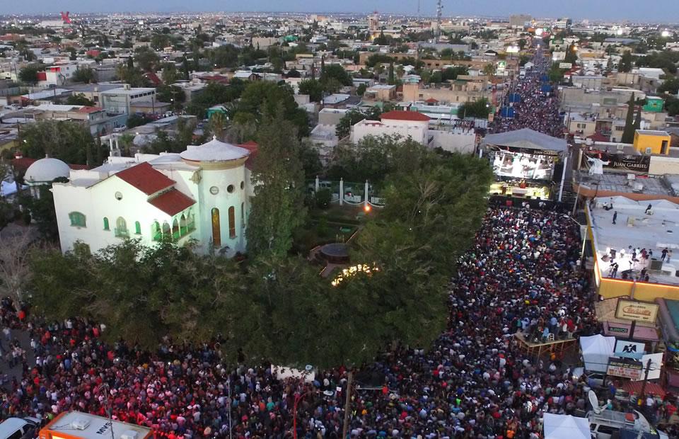 Llegada de las cenizas de Juan Gabriel a México. Foto: EFE