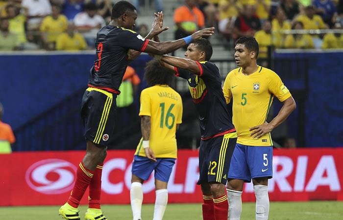 Jeison Murillo y Óscar Murillo celebran el gol de Colombia. Foto: EFE