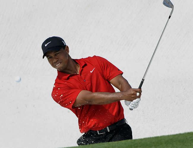 Tiger Woods vuelve a jugar tras un año de receso