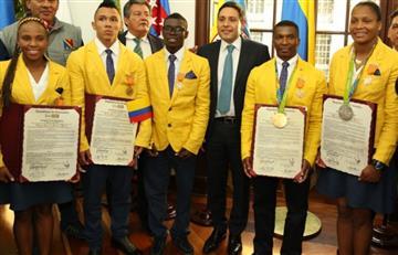 Medallistas olímpicos condecorados en el Congreso