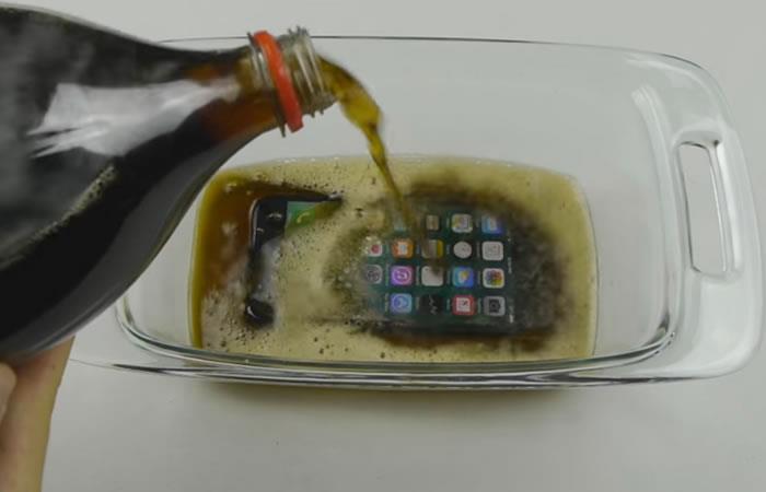 Apple: Esto pasa cuando congelas tu iPhone 7 en gaseosa