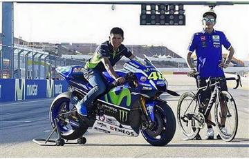 Nairo Quintana se sube a la moto GP de Valentino Rossi