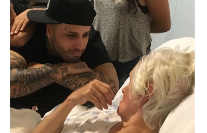 Nicky Jam, devastado por su abuelita