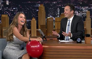 Sofía Vergara desata risas al inhalar helio en el programa de Jimmy Fallon