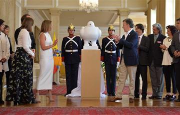 Santos presenta la escultura de Fernando Botero en homenaje a la paz