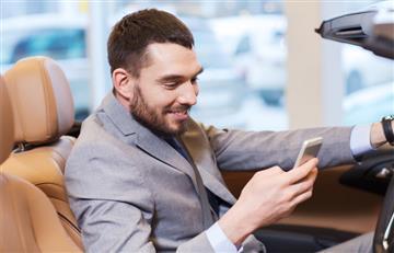 Cinco mensajes que un hombre responde cuando le interesas
