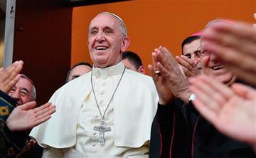 """Papa Francisco: """"Existe una guerra mundial para destruir el matrimonio"""""""