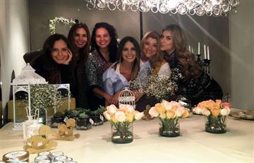 Laura Acuña celebra su baby shower con bombos y platillos