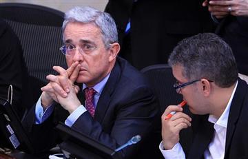 """Denuncian a Álvaro Uribe por """"engaño"""" en campaña del No"""