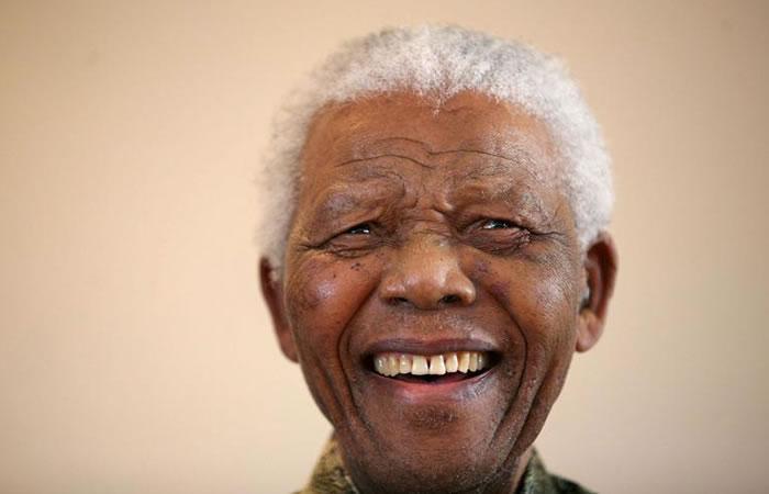 En 1993, Nelson Mandela y Frederik Willem de Klerk recibieron el galardón. Mandela quiso mejorar la educación, vivienda,sanidad y empleo de los sudafricanos. Foto: EFE