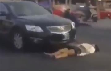 Youtube: Mujer finge ser atropellada para reclamar dinero del seguro
