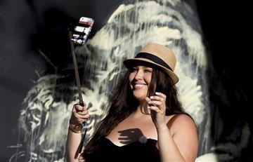 Nueva manera de tomar selfies se toma las redes
